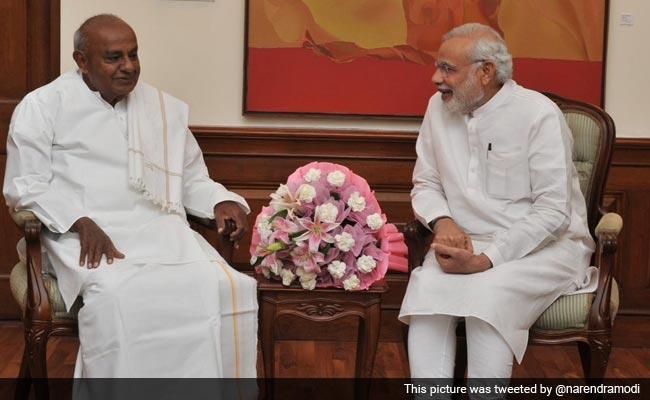 कर्नाटक चुनाव : पीएम मोदी ने पूर्व प्रधानमंत्री देवेगौड़ा पर डाले 'डोरे', राहुल गांधी पर किया 'वार'