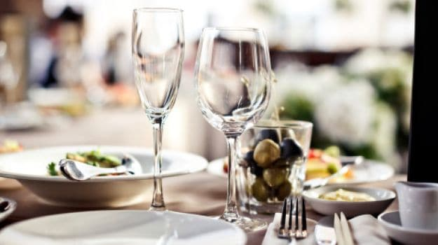 The fine dining guide basic restaurant etiquette one for Table menu restaurant