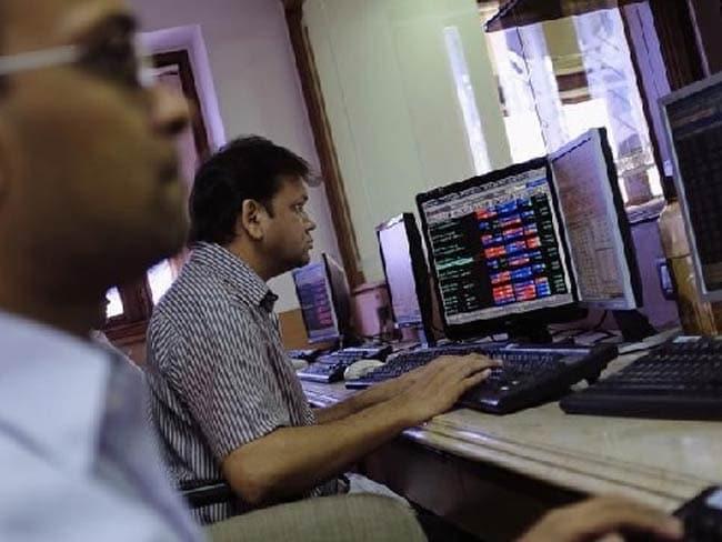 वैश्विक बाजारों में नरमी से सेंसेक्स में लगातार तीसरे दिन गिरावट, 174 अंक टूटा