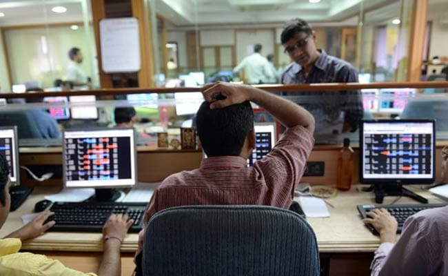 Sensex Edges Lower, Heads for First Weekly Loss This Month