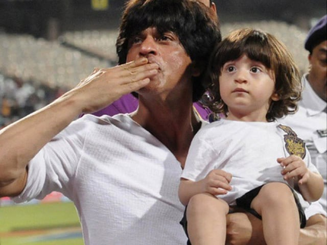 Shah Rukh Khan Keeps up With AbRam Online, Spots Photo of Him With Cousin Alia
