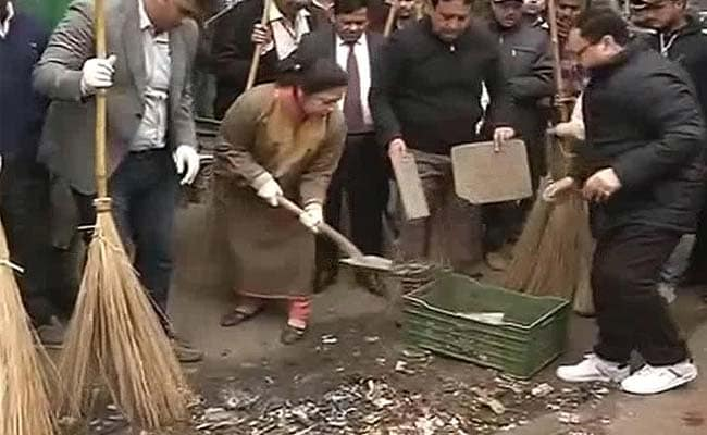 Officer Leading 'Swachh Bharat' Quits With 3 Years to Go