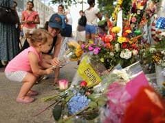 Mourners Gather Early as Charleston Comes Together After Massacre