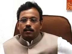 शोभा डे ने खिलाड़ियों का अपमान किया है : महाराष्ट्र के खेल मंत्री विनोद तावड़े