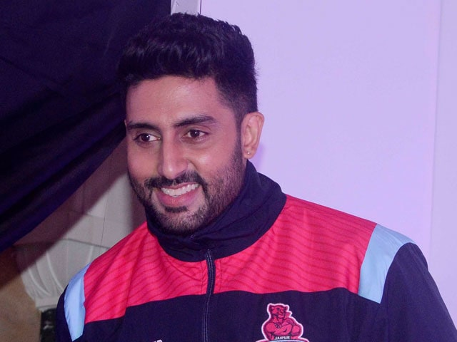 Abhishek Bachchan: Aaradhya Supports our Team With a Hi-Five