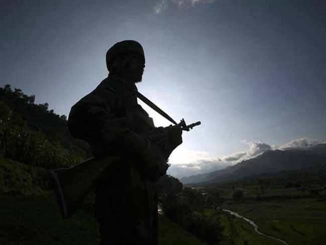 भारत-पाक सीमा पर तैनात बीएसएफ का जवान गिरफ्तार, तस्करों के साथ संबंध का शक