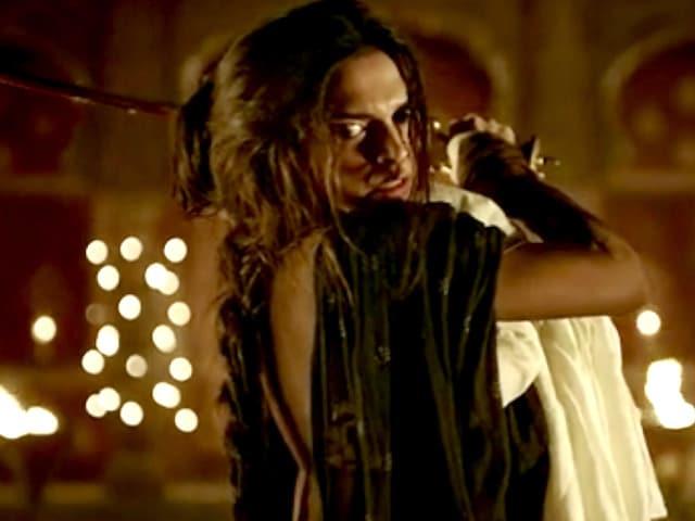 Bajirao Mastani Trailer: Deepika as Warrior Princess, Priyanka as Glam Queen
