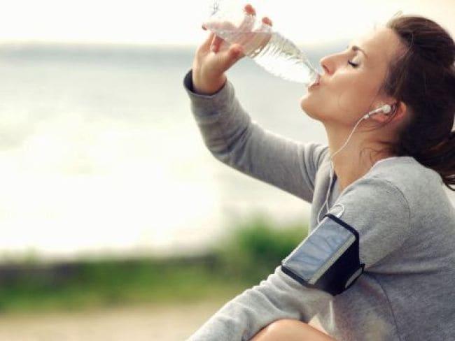 ज्यादा पानी के होते हैं नुकसान, जानें एक दिन में कितना पानी पीना चाहिए...