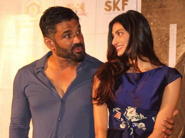Sunil shetty and his daughter