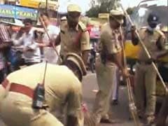 As Garbage Piles Up in Hyderabad, Police Pick Up the Broom