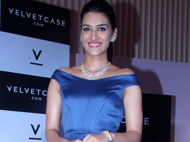 Kriti Sanon Will Film Dilwale With Shah Rukh, Kajol Next Month