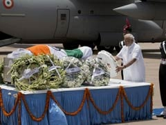 Large Crowds, Children With Roses, Pay Tribute to People's President Abdul Kalam