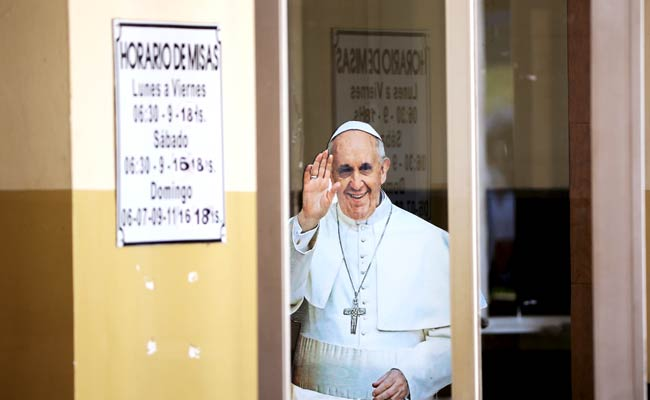 Pope Francis Photographed With Sign Calling for Falklands Dialogue