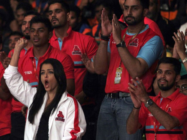 Big B, Aishwarya Lead Cheer Squad at Pro-Kabaddi League