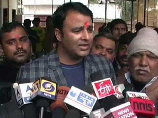 यूपी : बीजेपी विधायक संगीत सोम पर आरोप, काम दिलाने के लिए रिश्वत के रूप में 43 लाख रुपये लिये