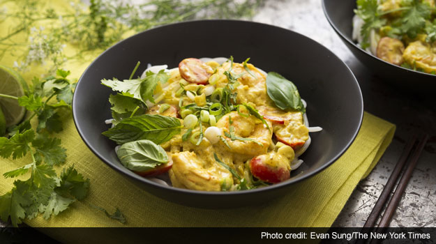 Summery Rice Noodles with Coconut Milk, Curry and Shrimp