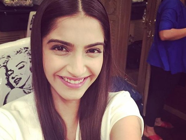Sonam Kapoor Scores 7 Million Fans on Twitter