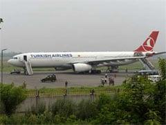 तस्वीरों में : बम की ख़बर के बाद दिल्ली में टर्किश एयरलाइन्स के विमान की इमरजेंसी लैंडिंग
