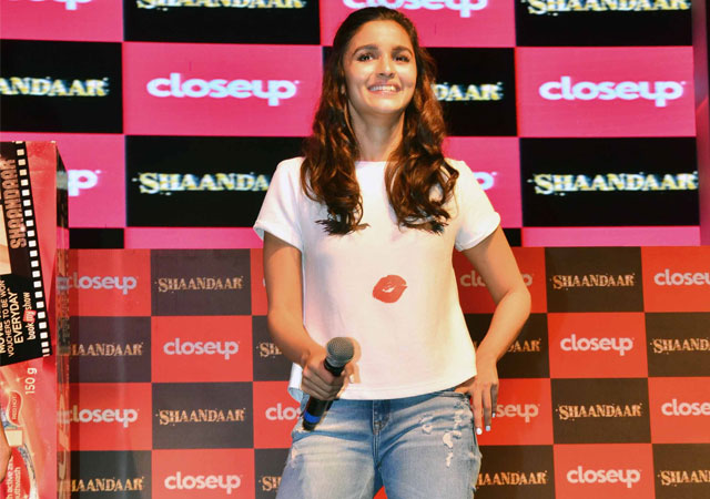 Want to be Shaandaar? Never Make First Move With Guys, Says Alia