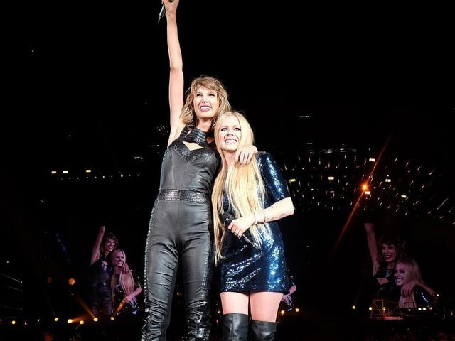 Avril Lavigne Makes Concert Comeback With Help From Taylor Swift