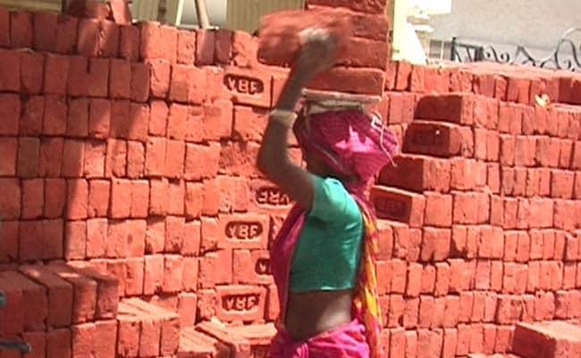 मजदूरों के लिए अब आसान होगा इलाज, 10 लाख रुपये तक कैशलेस की सुविधा