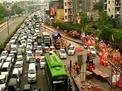 दिल्ली की सड़कों पर लगा भारी जाम, कई घंटों तक फंसी रहीं गाड़ियां