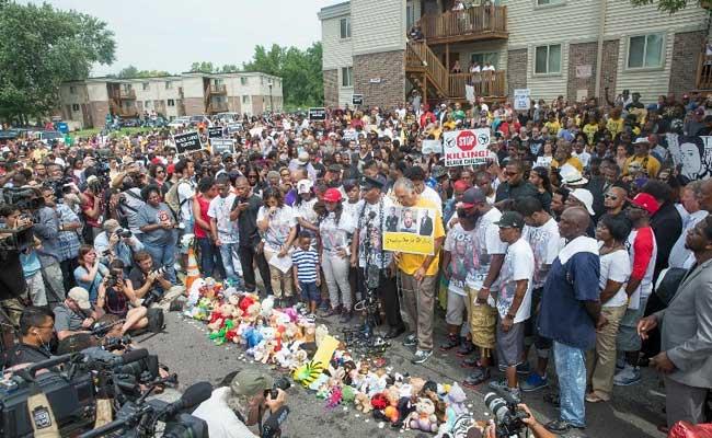 Gunshots Heard as Ferguson Protests Turn Violent a Year After Michael Brown Shooting