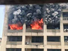 तस्वीरों में : मुंबई के मलाड इलाके में भीषण आग, कोई नुकसान नहीं