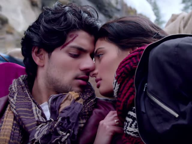 Athiya, Suraj Are Khoya Khoya in New Hero Song