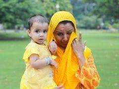 मुसीबत से घिरी पाकिस्तानी मां और बेटी को फेसबुक पर मिली मदद..