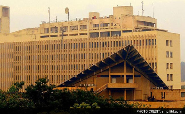 Professors Turn Students At IIT Delhi To Take Lessons From Arvind Subramaniam