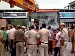 दिल्ली में चलती बस में ड्राइवर को पड़ा दिल का दौरा, दो राहगीरों की भी कुचले जाने से मौत