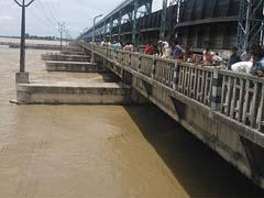 बिहार बाढ़ : कोसी सहित तीन नदियां अब भी खतरे के निशान से ऊपर