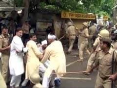 विधानसभा घेराव कर रहे कांग्रेस नेताओं पर लखनऊ पुलिस ने जमकर बरसाई लाठियां