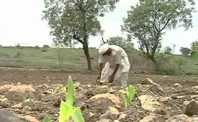 Inspired by Nana Patekar, Akshay Kumar Reaches Out to Drought-Hit Farmers