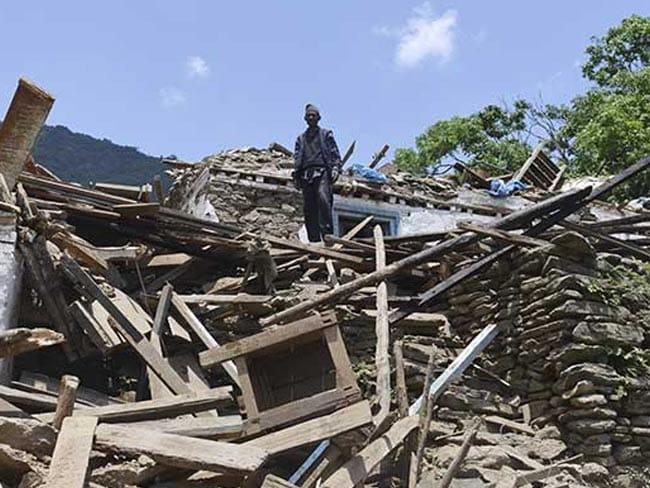 नेपाल भूकंप ने 20 साल की अनीता को काठमांडू के बार में नाचने के लिए मजबूर किया