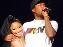 Nicki Minaj, Meek's On-Stage Cuddle Puts Split Rumours to Rest
