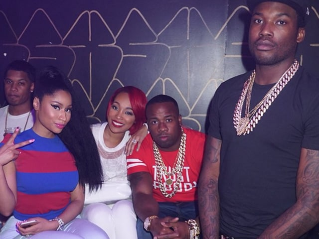 Nicki Minaj, Meek's On-Stage Cuddle Puts Split Rumours to Rest