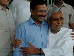 नीतीश कुमार और अरविंद केजरीवाल एक मंच पर दिखाई दिए