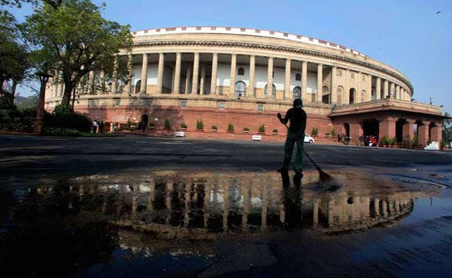 Gandhigiri in Parliament: BJP Lawmakers Offer Roses to Protesting Members