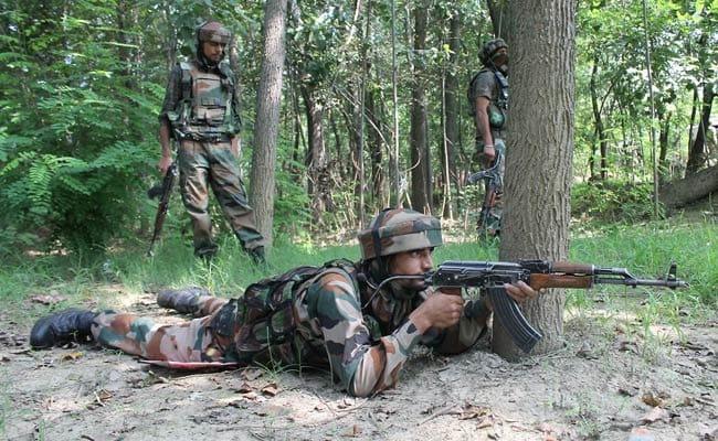 जम्मू-कश्मीर के पुलवामा में मुठभेड़ में लश्कर का कमांडर ढेर