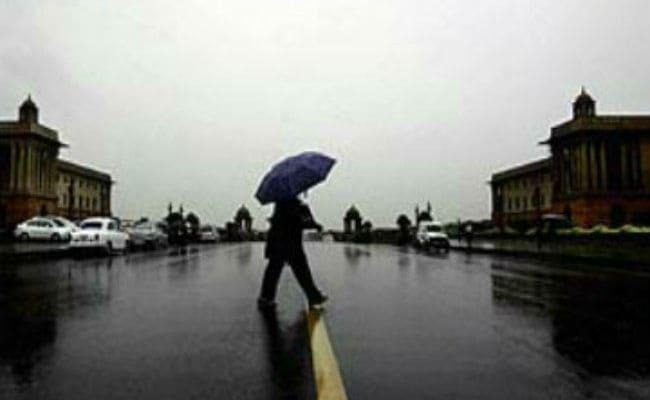 दिल्ली: मौसम ने रविवार को बनाया खुशनुमा, हल्की बारिश ने दी गर्मी से राहत