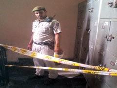 साकेत कोर्ट में पटाखों से धमाके के बाद अफरातफरी, दिल्ली पुलिस बोली- घबराए नहीं