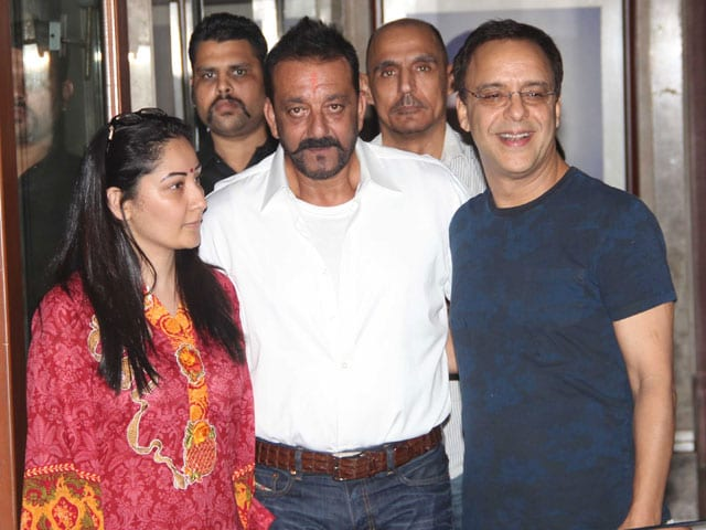 Sanjay Dutt, Home From Jail, Visited by Bollywood Friends