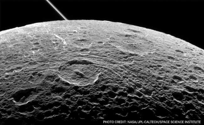 Astronomers Find Methanol Around Saturn's Moon Enceladus