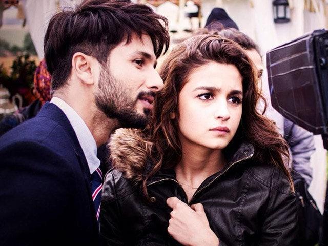 Shaandaar First Look:  Alia Has a Kiss For Shahid
