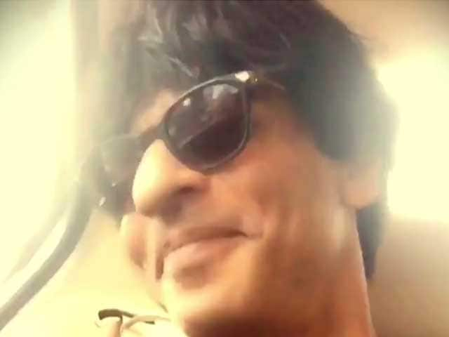 SRK, 'Forever Stuck in Traffic,' Dubsmashes Chaiyya Chaiyya