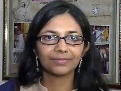 दिल्ली महिला आयोग की प्रमुख ने रेप पीड़ित 6 साल की बच्ची के माता-पिता से मुलाकात की