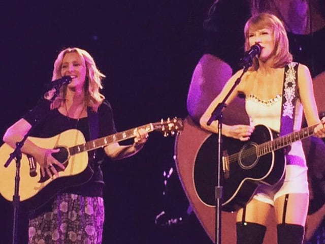 The One Where Phoebe and Taylor Swift Sing Smelly Cat