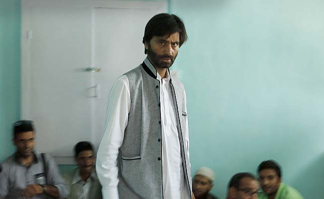 श्रीनगर : यासीन मलिक गिरफ्तार, मीरवाइज नजरबंद